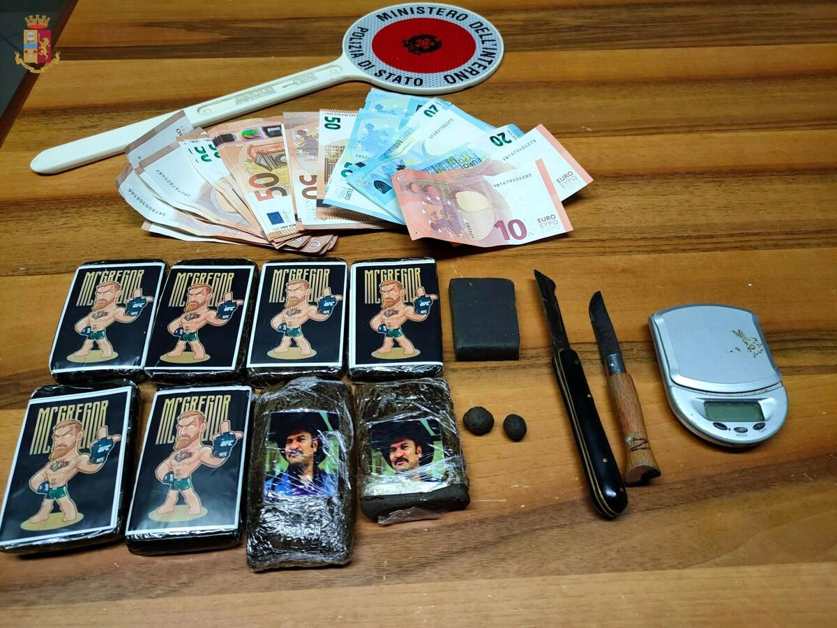 Nascondeva 800 grammi di hashish in auto e in casa: arrestato il pusher a Battipaglia