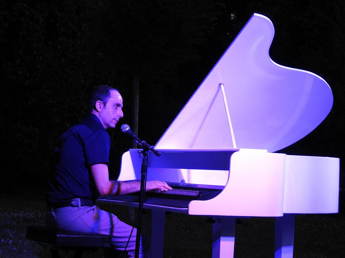 La magia della musica di Rossano Torre, serata di successo per il pianista salernitano