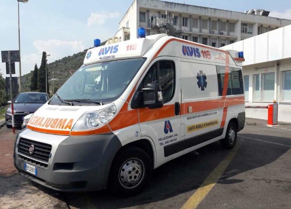 Incidente in Tangenziale tra due auto: due feriti