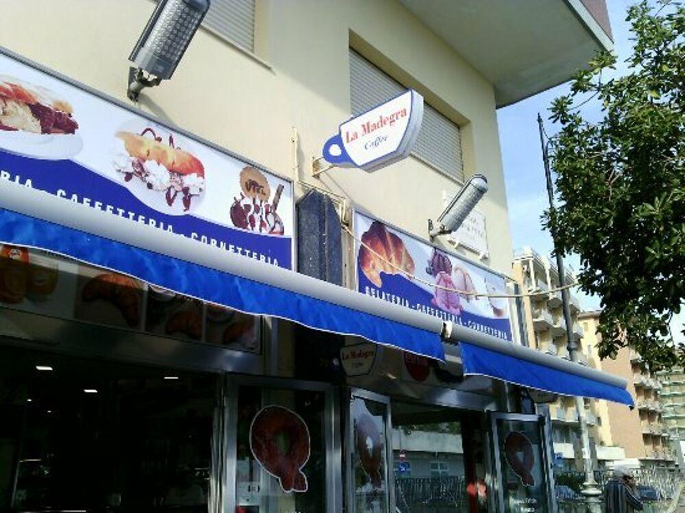 """Salerno nella morsa dei ladri, colpo alla """"Madegra"""": si indaga"""
