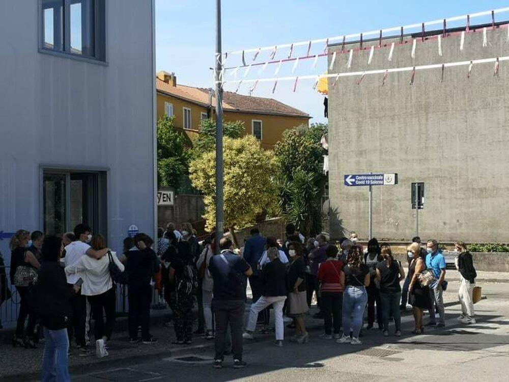 Open day vaccinale a Pastena e calca a Matierno, il sindaco di Castelnuovo dispiaciuto per i giovani rimasti senza dose