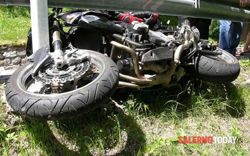 Incidente sulla via del Mare ad Agropoli: motociclista in ospedale