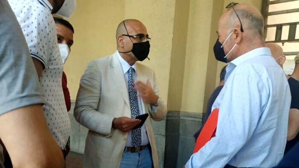 Vertenza La Fabbrica, sit in al Comune di Salerno: Cammarota incontra i lavoratori