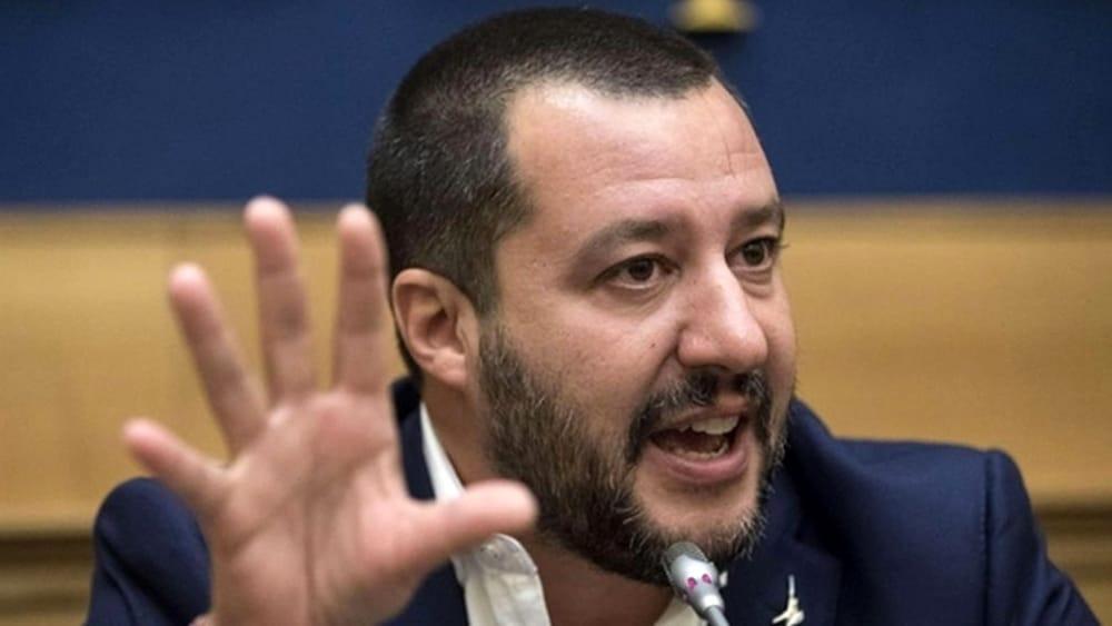 Ancora mascherine all'aperto: Salvini, Speranza e De Magistris contro De Luca