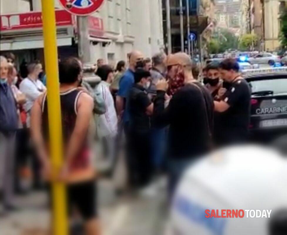 Donna aggredita in centro a Salerno: arrestato uno straniero