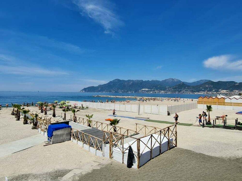Sole, mare e relax: il 2 giugno dei salernitani, tutti in spiaggia