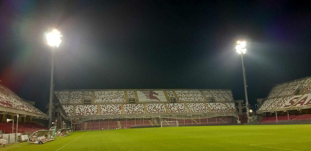 La Salernitana risolve la grana stadio: fari mobili all'Arechi
