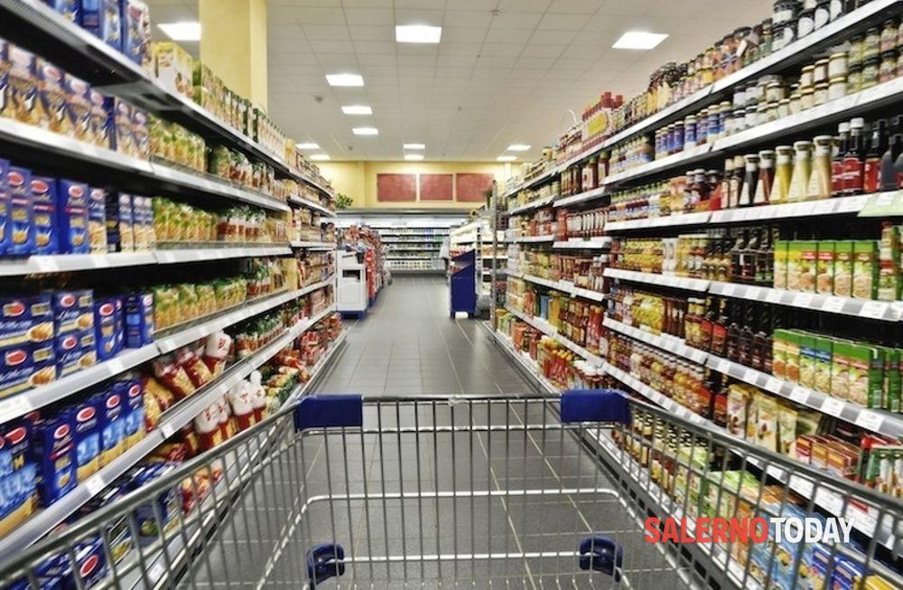 Rapina a mano armata in un supermercato a Battipaglia: è caccia a due banditi