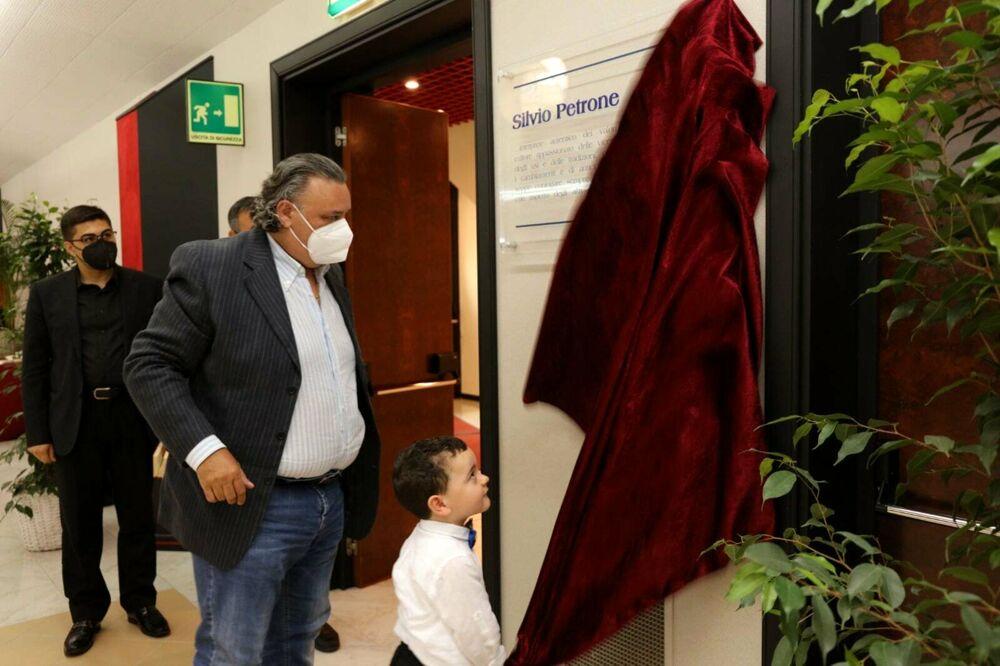 Battipaglia, intitolazione sala soci Banca Campania Centro a Silvio Petrone e presentazione del volume a lui dedicato