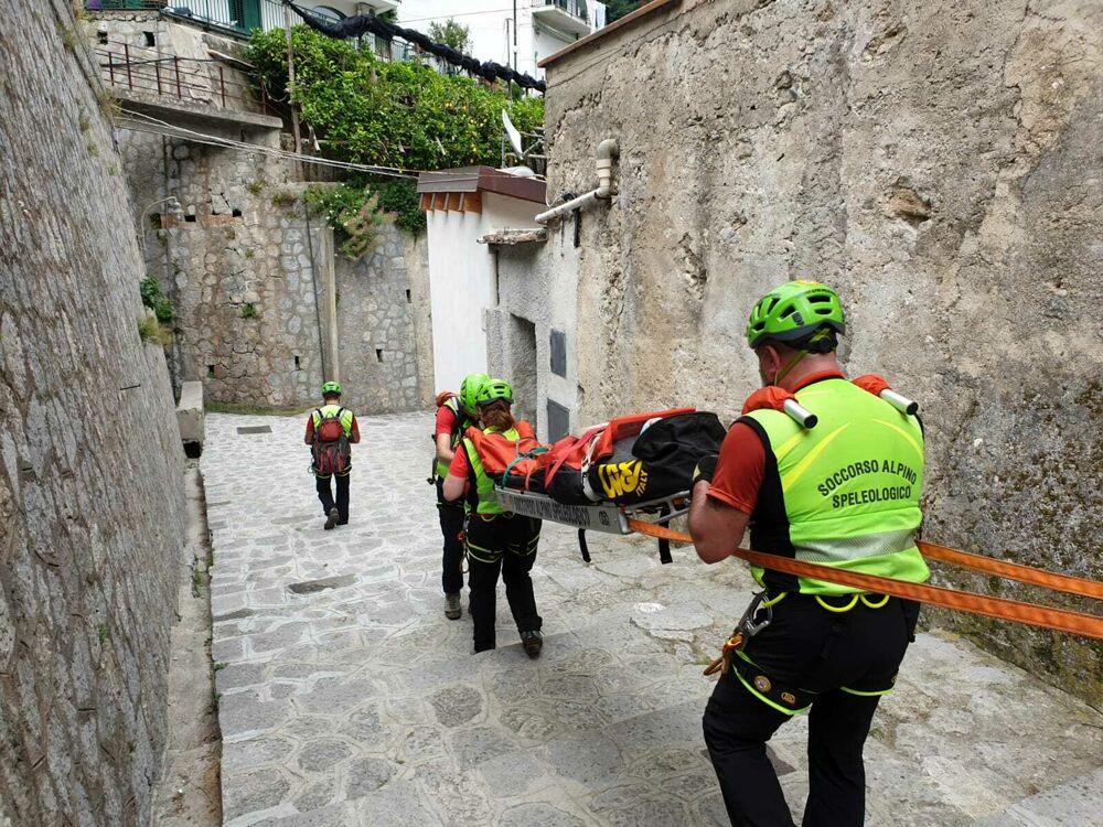 Si fa male mentre passeggia nella Valle delle Ferriere: escursionista salvata dal Soccorso Alpino