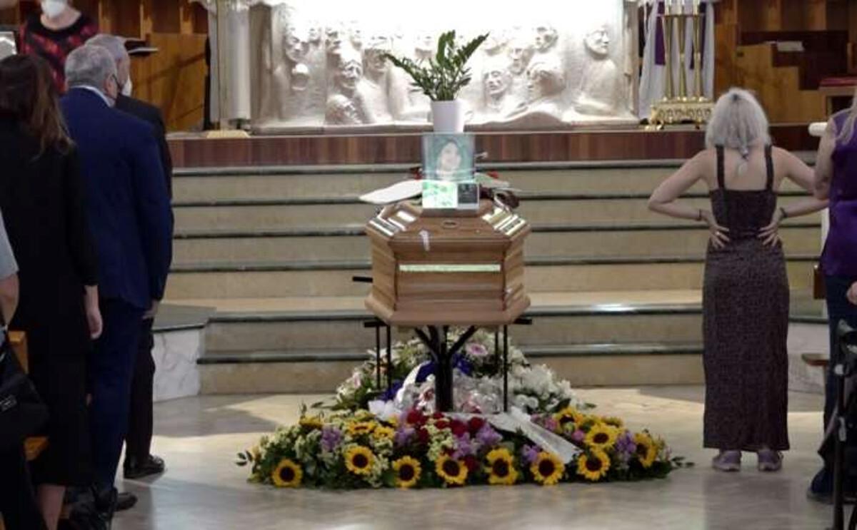 """Folla ai funerali di Chiara Pepe, il ricordo commovente di un'amica: """"Sei il sorriso che non si dimentica"""""""