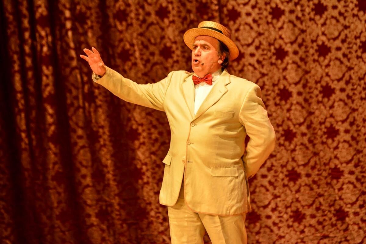 """La comicità di ieri e di oggi, in scena """"Ricomichiamo"""" al Teatro dei Barbuti di Salerno"""