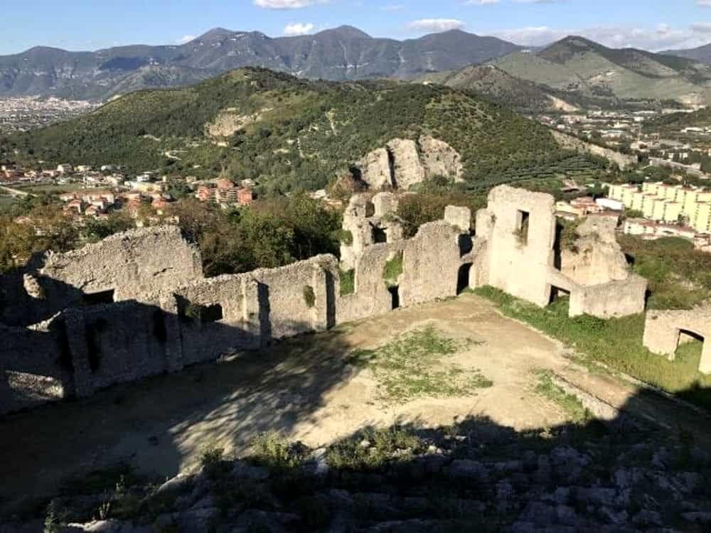 Arte e leggenda: ripartono le visite al castello del parco Fienga