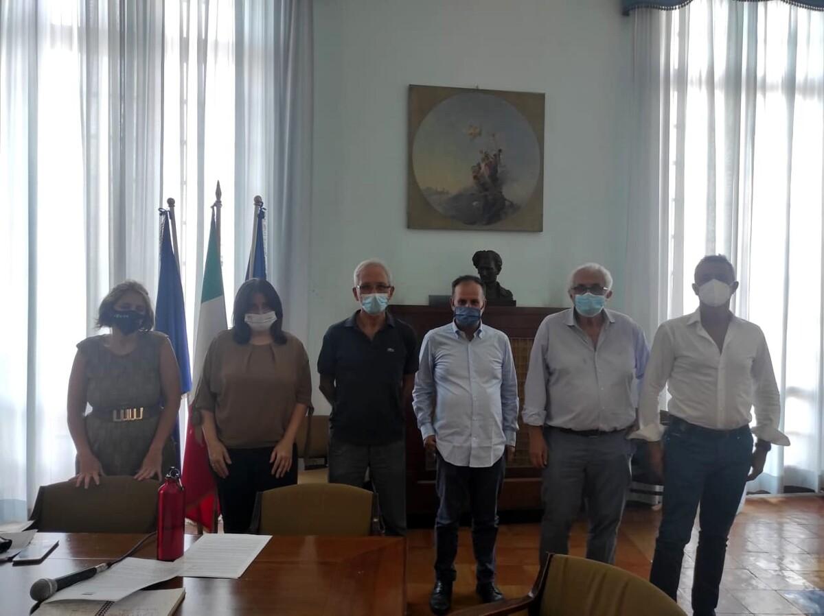 """""""Salute in ferie"""", dibattito al Comune al Salerno: presentato l'hashtag simbolo #chicuralacura"""