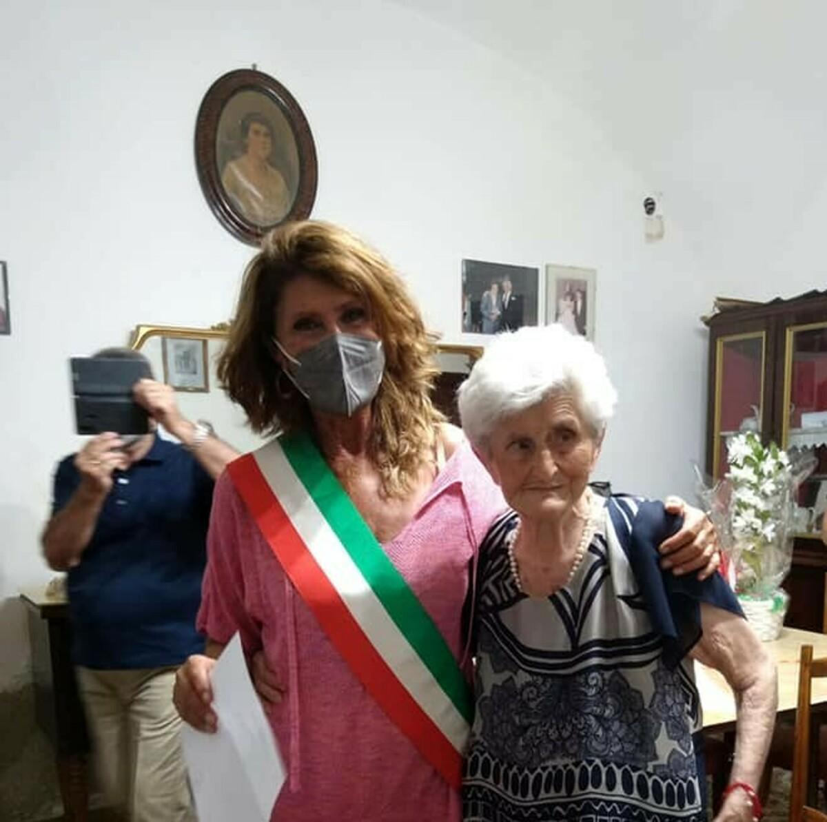 Nonna Filomena compie 100 anni: gli auguri del Comune di Castellabate