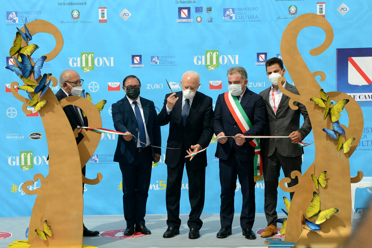 Folla ed entusiasmo al #Giffoni50Plus: taglio del nastro con Gubitosi e De Luca