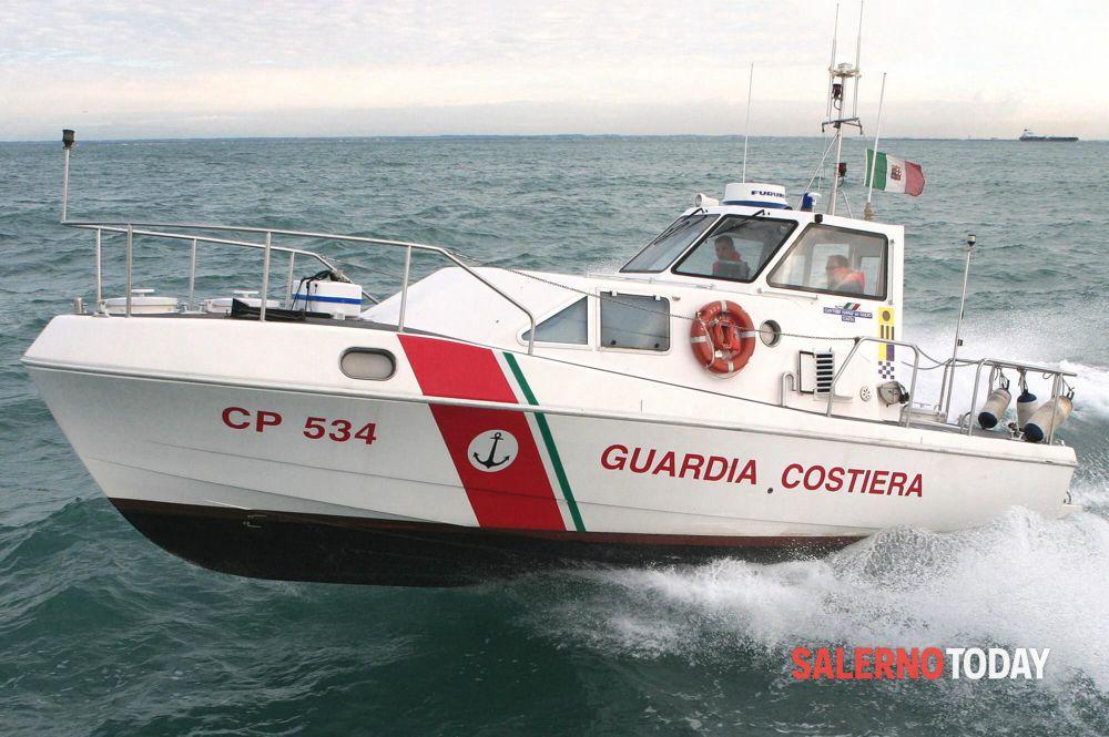 Imbarcazione  in avaria a largo di Castellabate, in nove salvati dalla Guardia Costiera