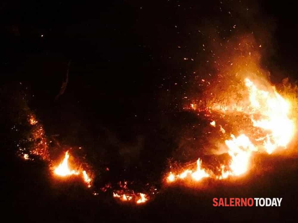 Vince l'Italia, fuochi d'artificio incontrollati: brucia la provincia da Nord a Sud