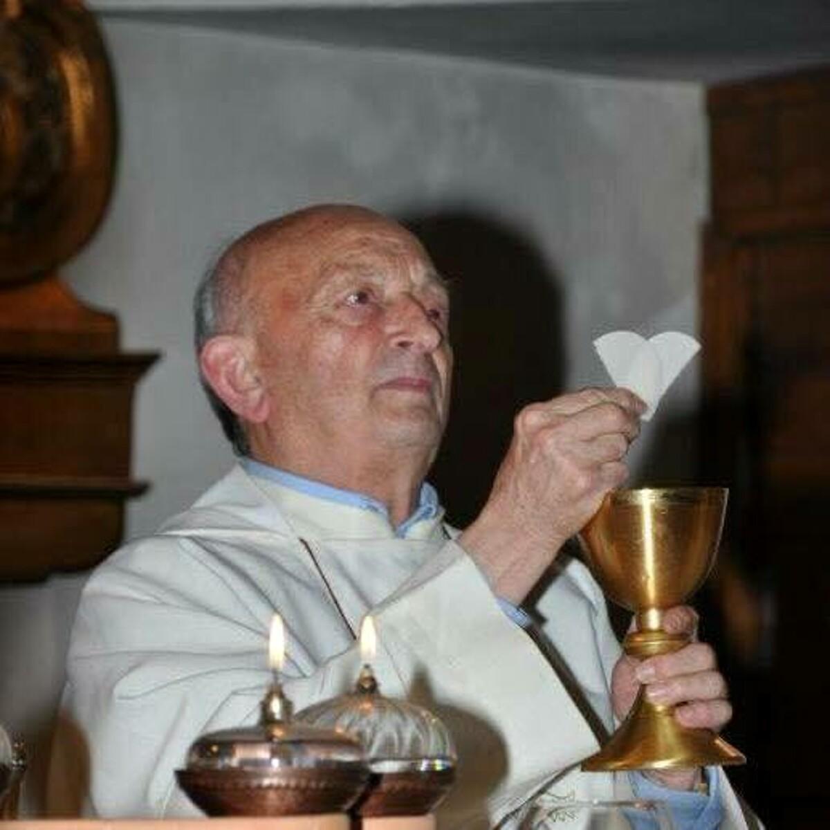 Muore prima di celebrare la messa: addio a Don Alfonso, il cordoglio del sindaco