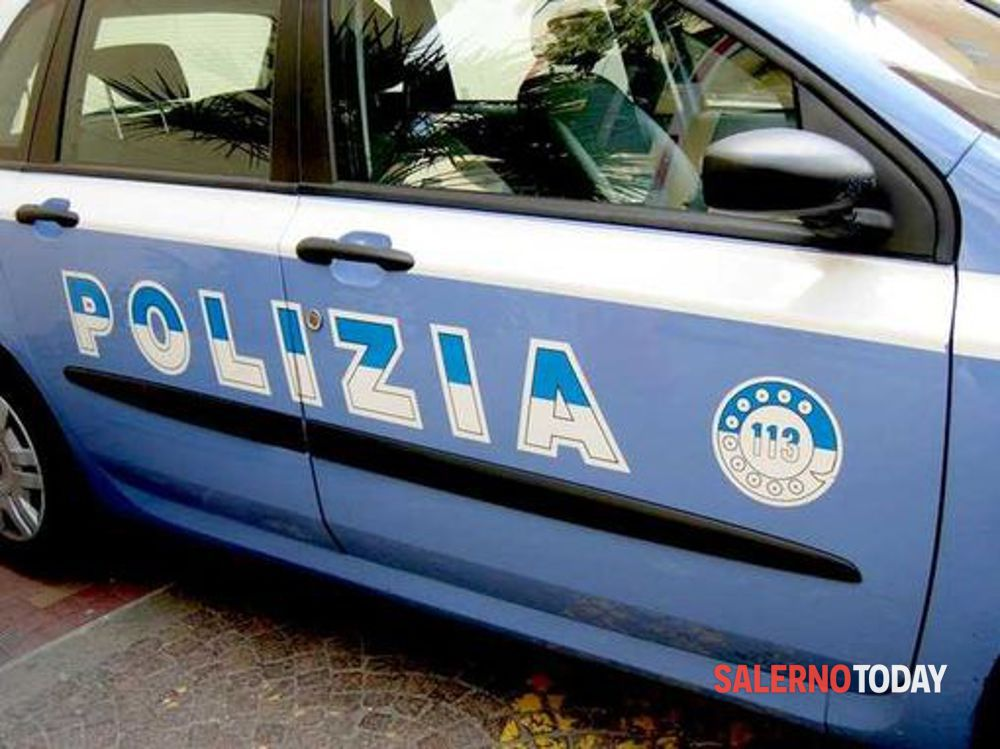 Rapinatori spaccano vetro auto vigilanza a Salerno, bottino 25mila euro: si indaga