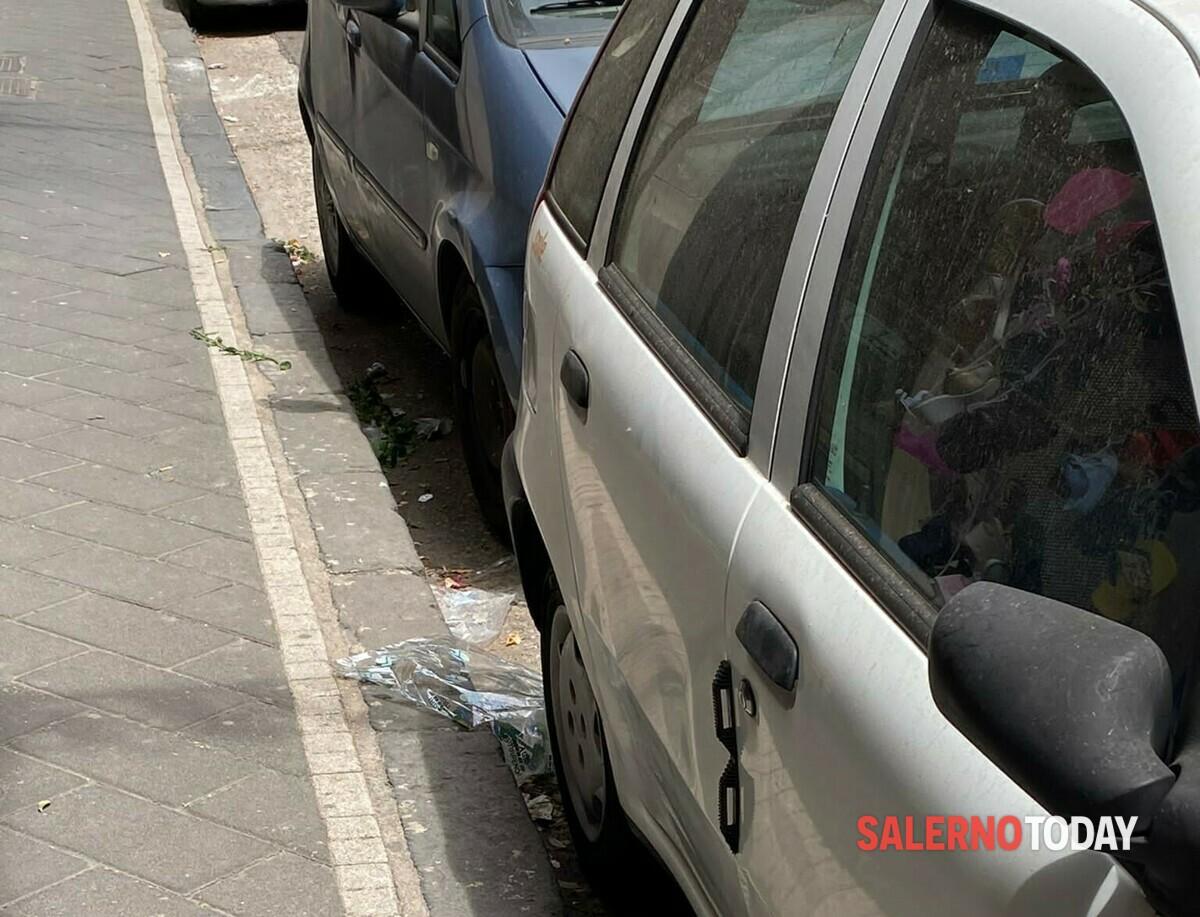 """Rifiuti e degrado a Torrione: """"Le strade non vengono pulite"""", la protesta"""
