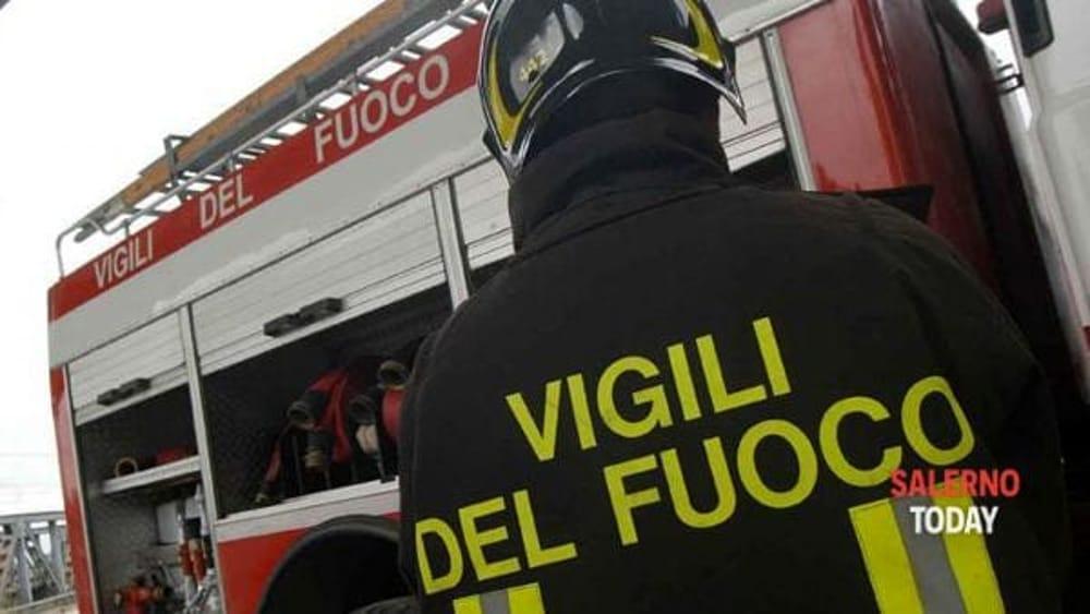 Incendio in birreria a Salerno: corrono i vigili del fuoco