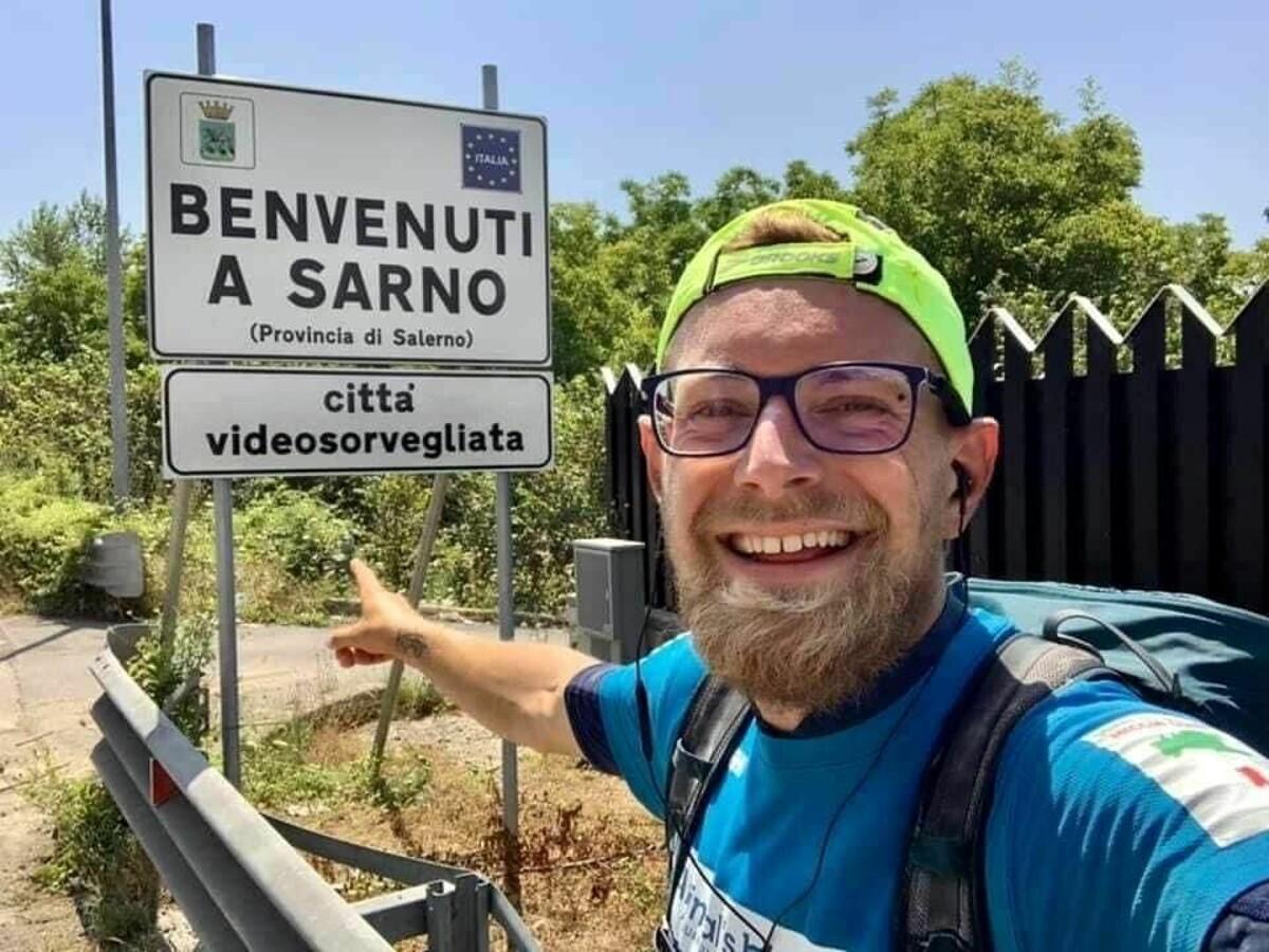 Michele Gramigni fa tappa a Sarno: attraversa l'Italia di corsa in nome dell'Avis