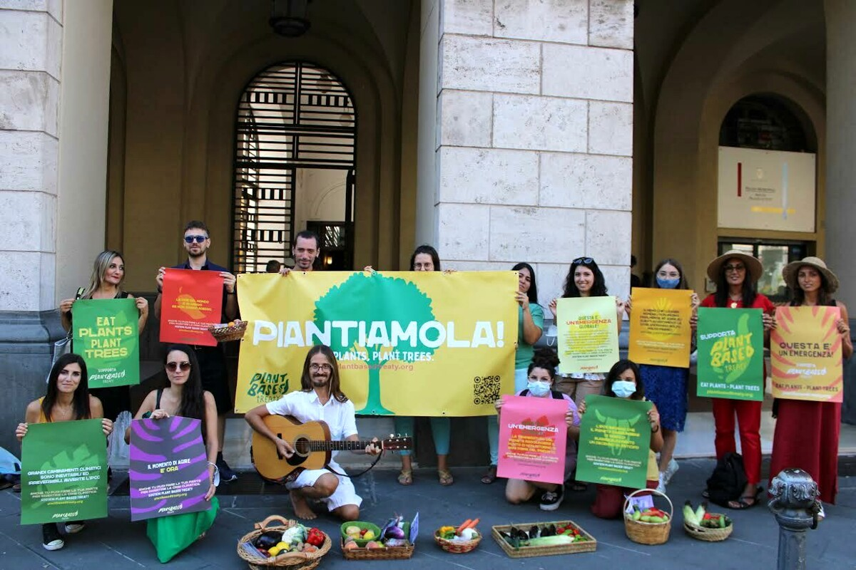 Salerno Animal Save e Salerno Climate Save chiedono il sostegno al Plant Based Treaty