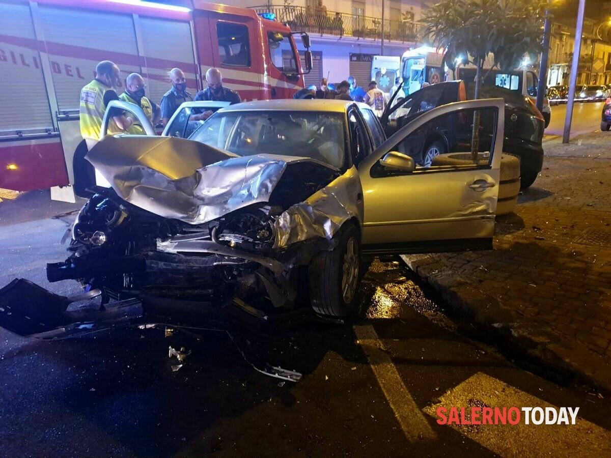 Incidente tra due auto a Battipaglia: nove feriti, uno è grave