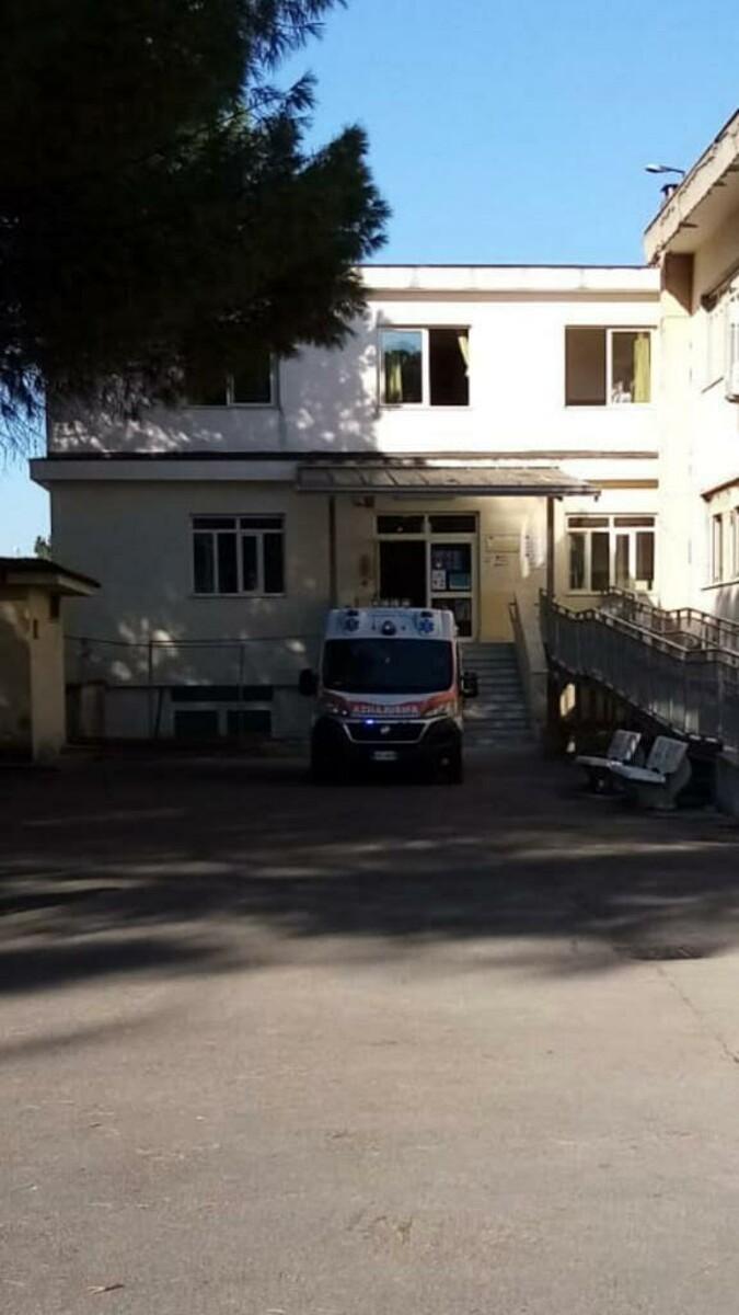 Cade plafoniera in una scuola a San Marzano: ferito collaboratore scolastico
