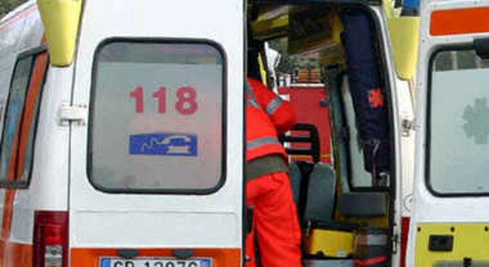 Incidente tra auto e moto a Capaccio Paestum: centauro in ospedale