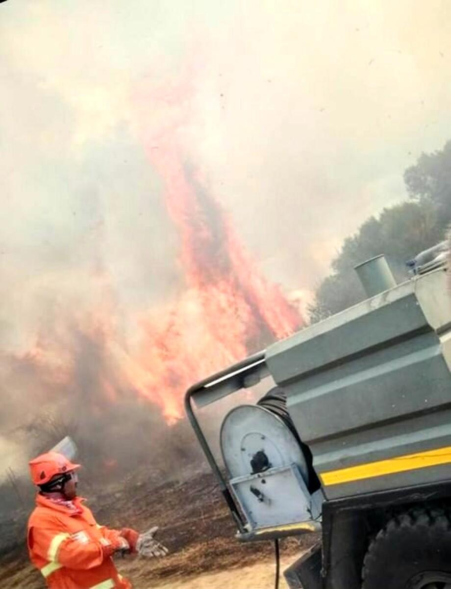 Vegetazione in fiamme a Salento: intervengono gli operai della Comunità Montana