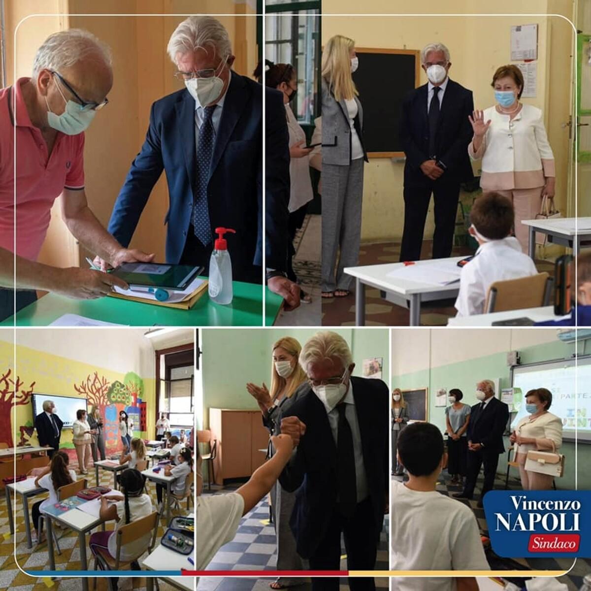 """Primo giorno di scuola a Salerno, gli auguri del sindaco: """"Parte oggi una bella avventura"""""""