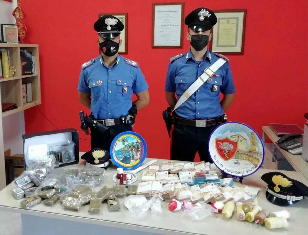 Droga, esplosivi e soldi nascosti in casa: arrestati due fratelli a Salerno