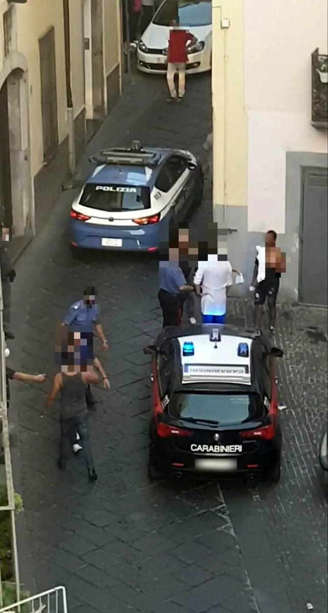 """Rissa tra stranieri a Sarno, i residenti di via de Liguori: """"Abbiamo paura"""""""