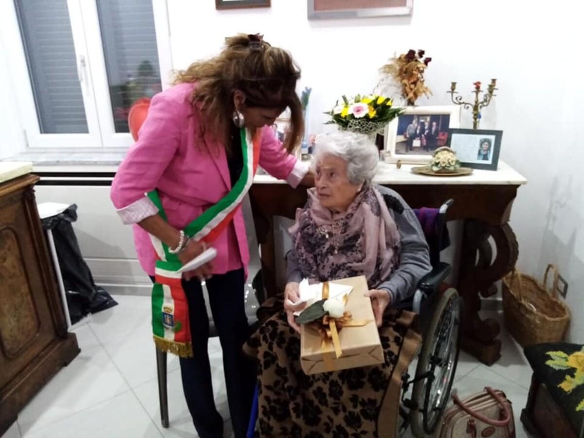 Castellabate, grande festa per i 100 anni della signora Adele