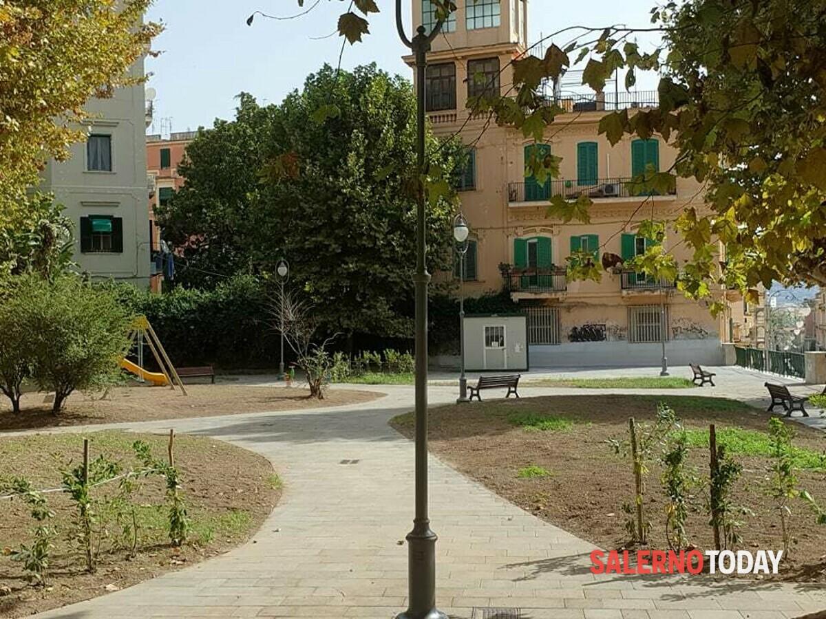 La nuova Piazza Alario prende forma: spuntano le prime giostrine e le aree verdi
