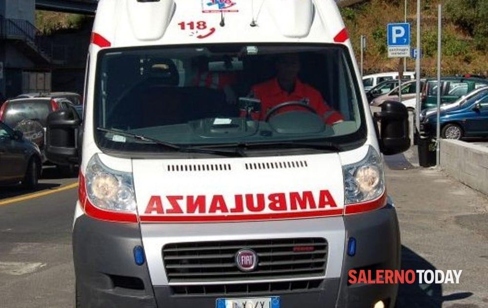 Incidente tra auto e trattore sulla strada provinciale Teggiano-Polla