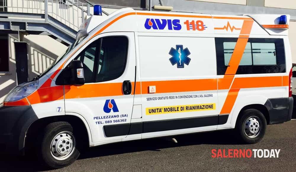 Incidente stradale sulla Cilentana: auto contro pullman, feriti in ospedale
