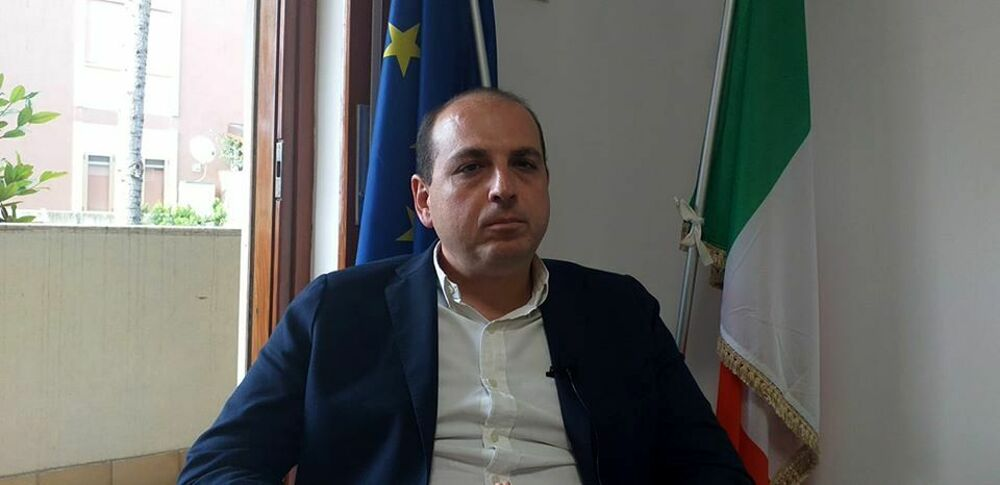 """""""Reddito di Cittadinanza? Meglio una bustina di droga"""": bufera su Antonio Visconti, M5S all'attacco"""