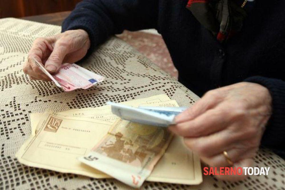 """""""Suo figlio diversamente abile e suo marito hanno fatto un incidente: ci dia 30mila euro"""": due arresti a Cava"""