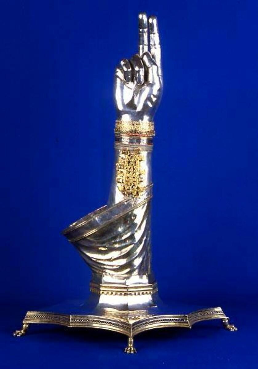 L'arcivescovo Bellandi fa visita ai commercialisti: la benedizione con il braccio di San Matteo