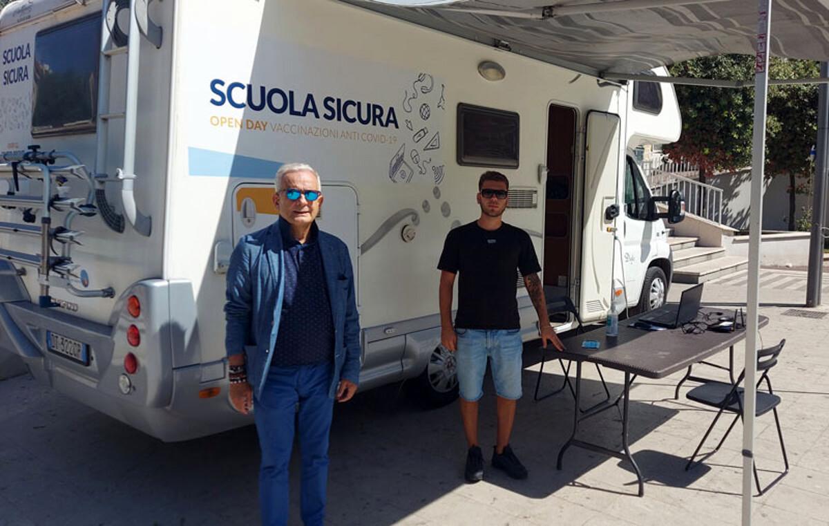 Emergenza Covid-19: a Roccapiemonte spunta il camper per prenotare le vaccinazioni