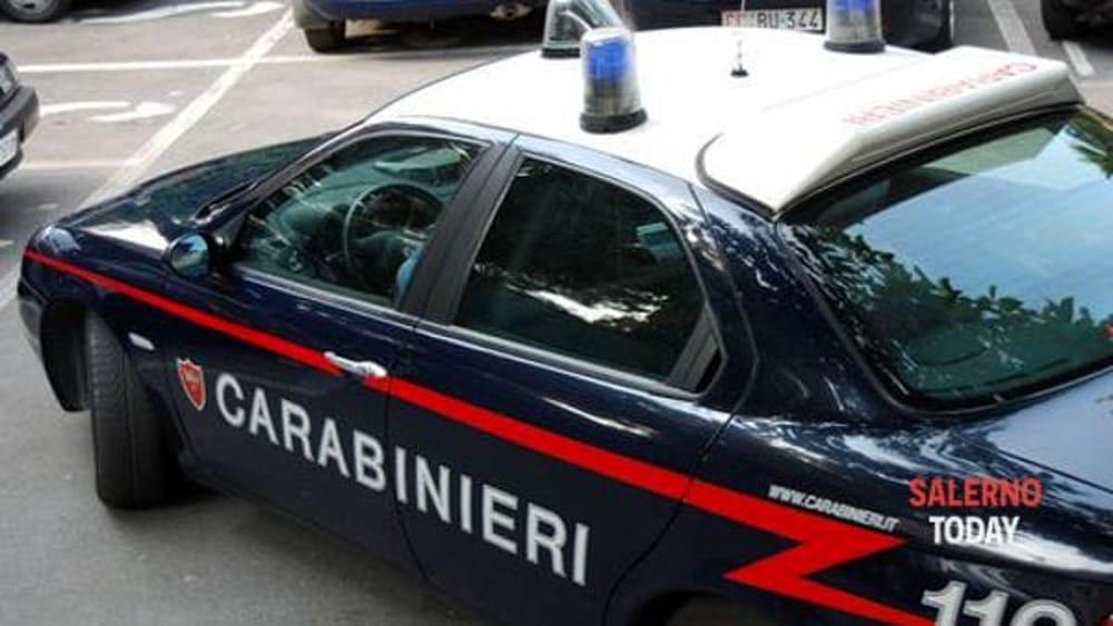 Raid nella notte: i ladri sfondano la vetrina della pizzeria e rubano l'incasso