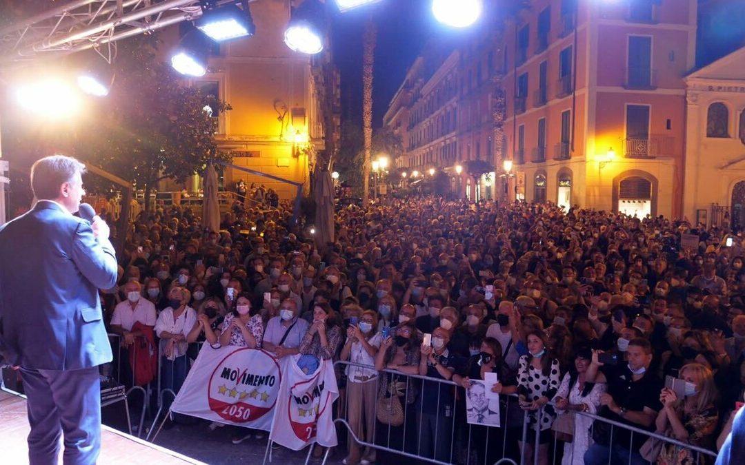 """Bagno di folla per Conte a Salerno: """"Con Elisabetta Barone andremo al ballottaggio"""""""