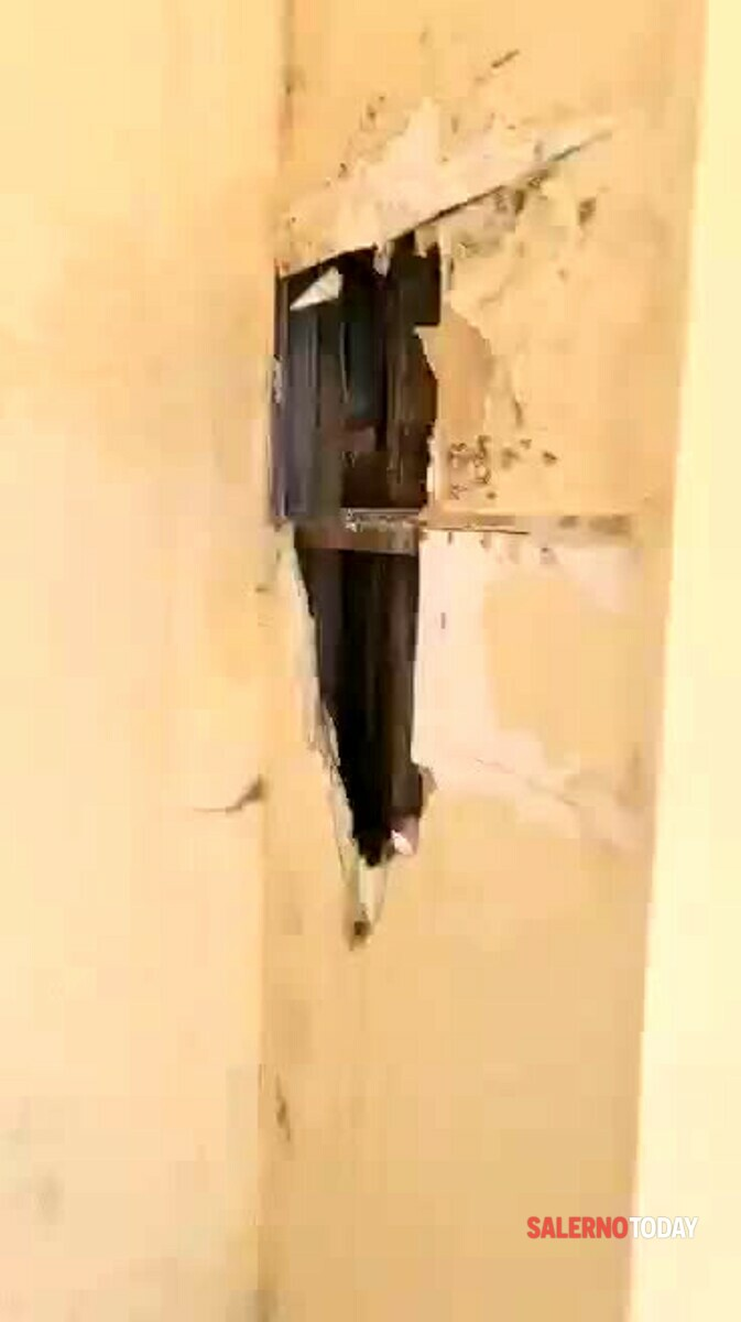 VIDEO   Crepe al piano della sala operatoria del Ruggi, la segnalazione
