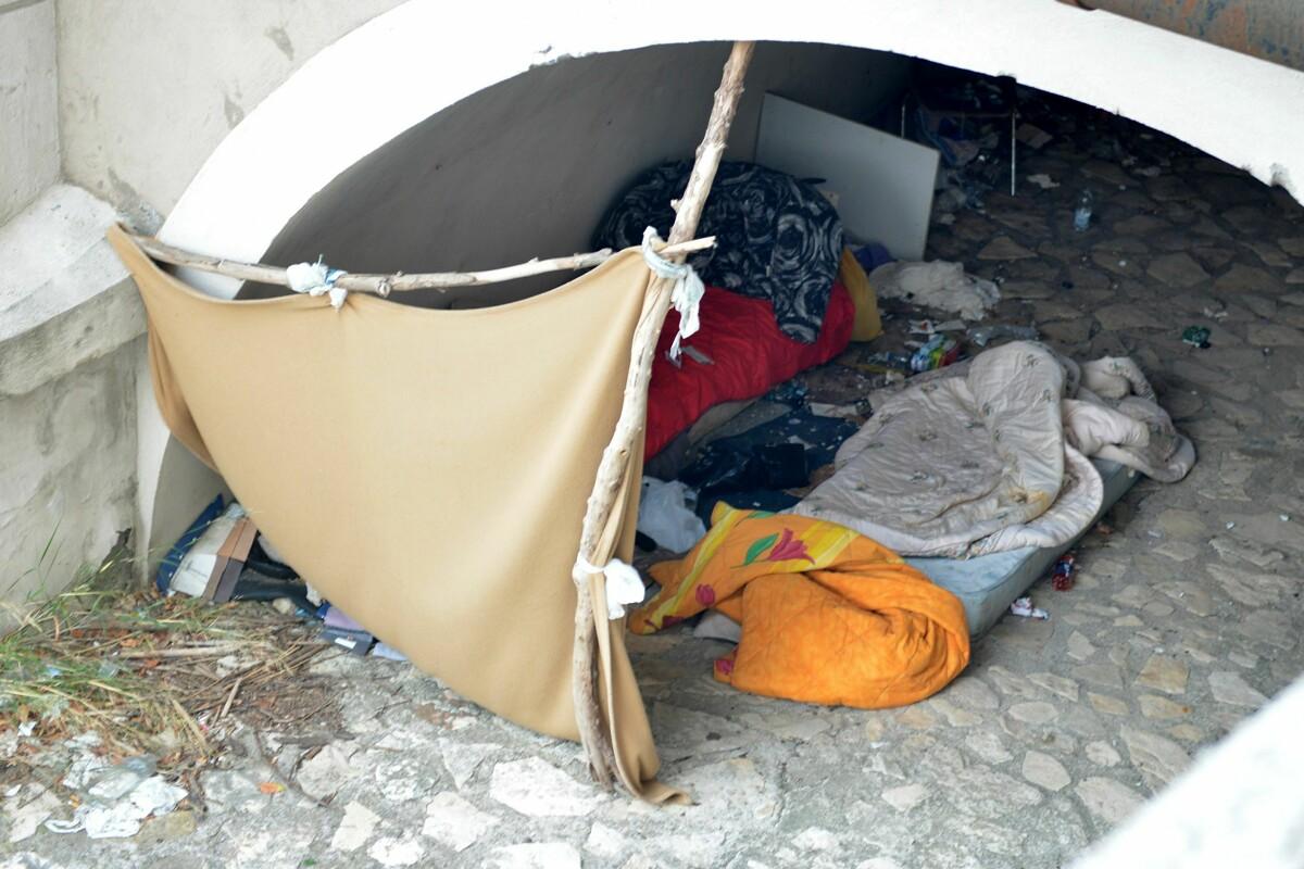 Degrado e accampamenti di fortuna: la segnalazione a Salerno città