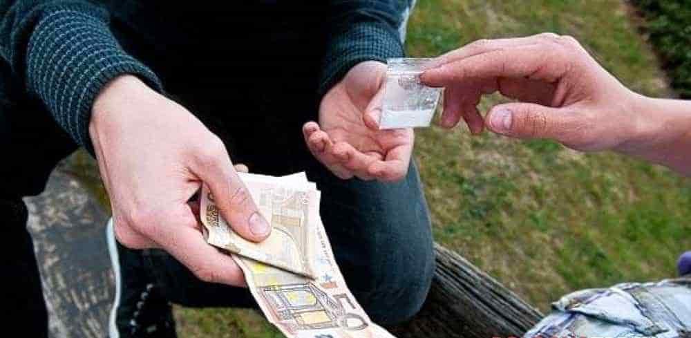Sorpreso con 20 dosi di cocaina: arrestato 24enne a Pastena