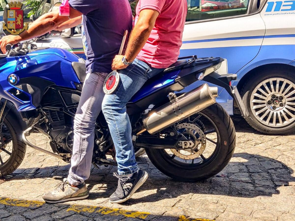 Sorpreso a spacciare nel centro storico di Salerno: arrestato 42enne