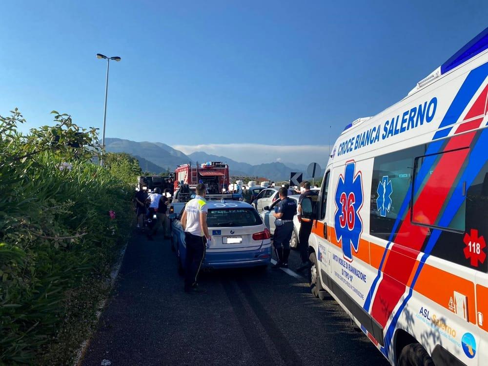 Tamponamento tra due auto e un furgone in Tangenziale: traffico in tilt